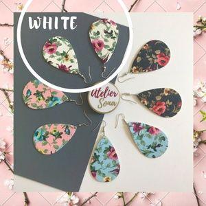🌸🆕 1 LEFT! White Floral Teardrop Earrings!